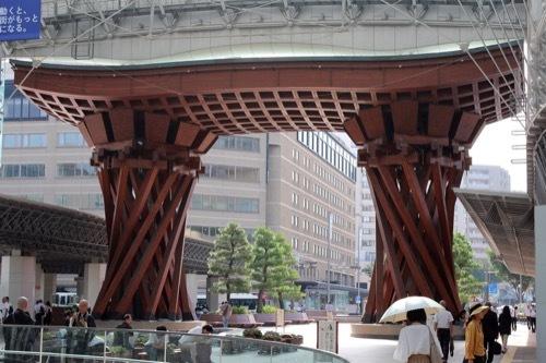 0272:金沢駅東広場 鼓門の昼の様子