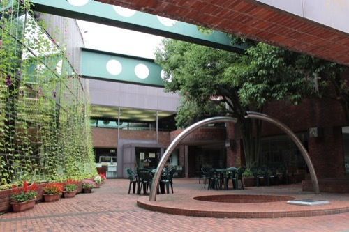 0276:金沢市立玉川図書館 本館北中庭②