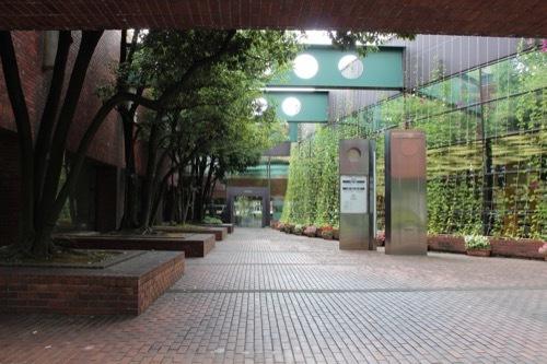 0276:金沢市立玉川図書館 本館南中庭①