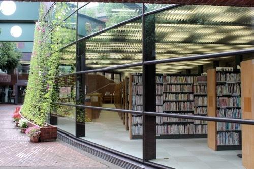 0276:金沢市立玉川図書館 本館南中庭②