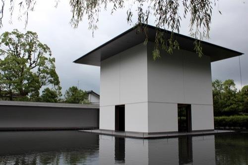 0281:鈴木大拙館 水鏡の庭の張出部から②