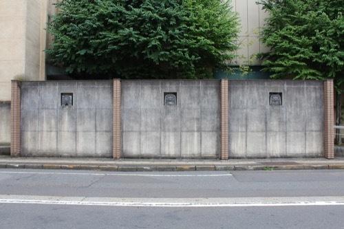 0282:武生公会堂記念館 道に並ぶ鬼瓦