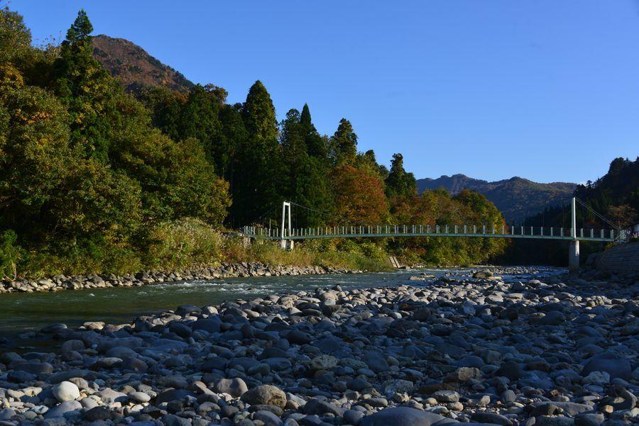 吊り橋のある風景-1