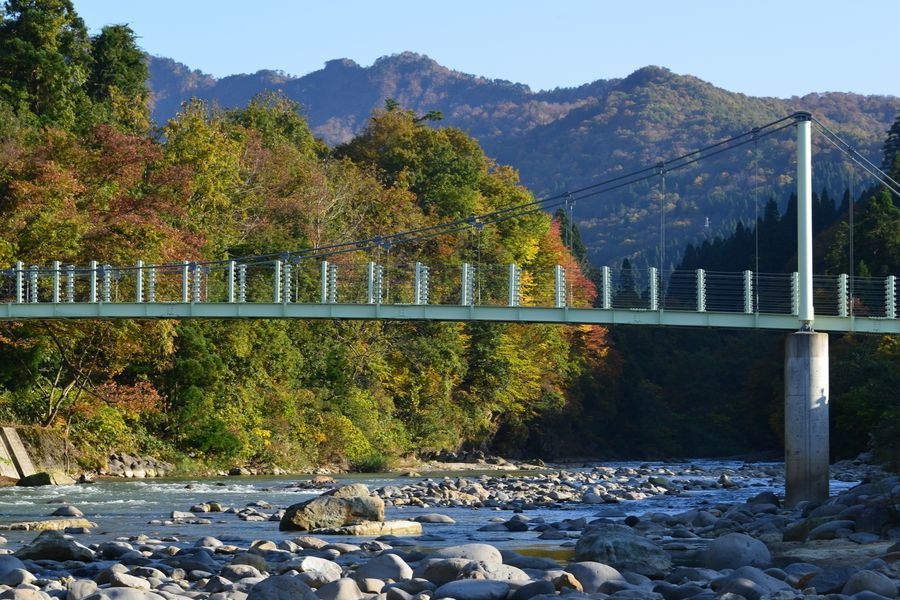 吊り橋のある風景-2