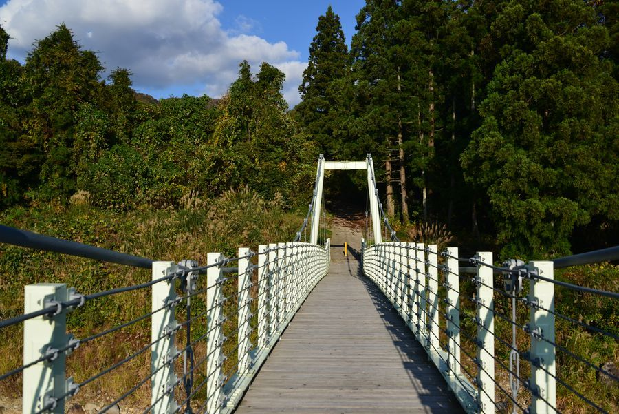 吊り橋のある風景-3