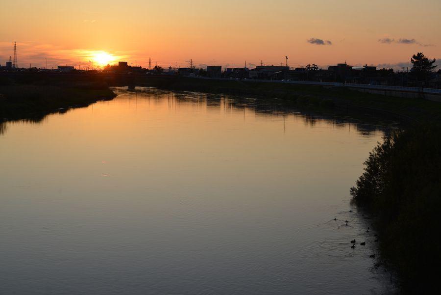 夕暮れの川面-1