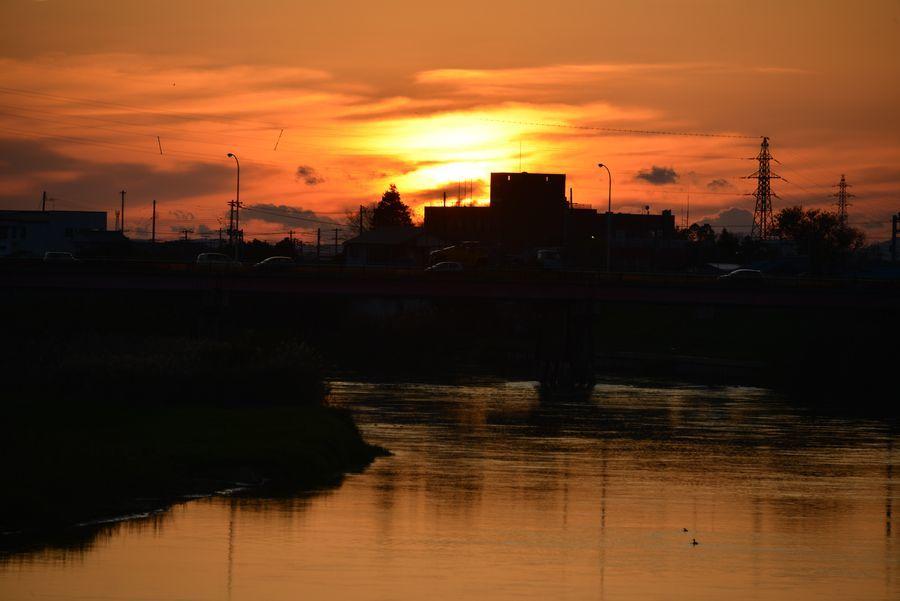 夕暮れの川面-2