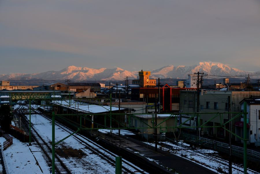 日暮れ 雪山-2