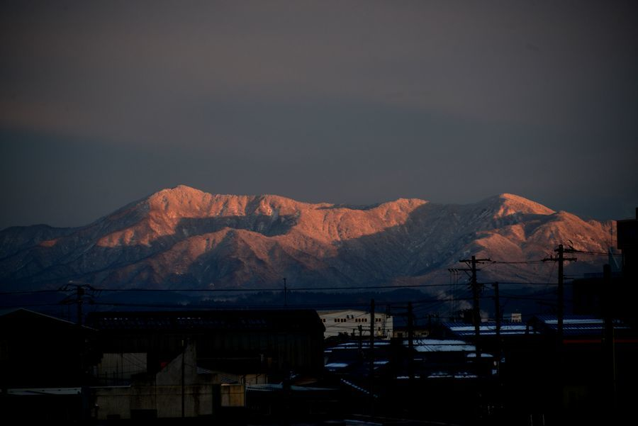 日暮れ 雪山-3
