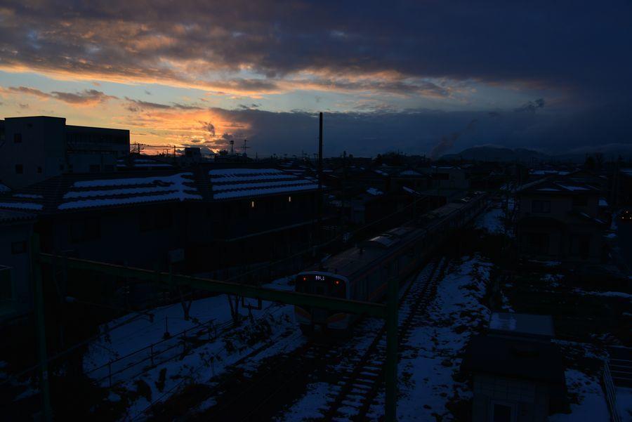 日暮れ 雪山-5