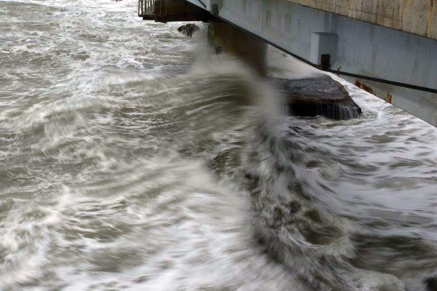 橋と波-4