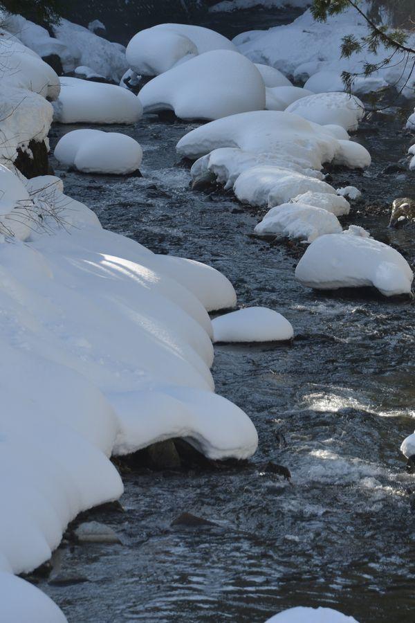 雪帽子と水-2
