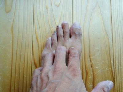 福島県郡山市・大竹茂足もみ整体院_鼻やのどの痛み、風邪に効くのはここ!足指の間を熊手の様に流すと、顔・胸エリアにあるリンパの働きが活性化