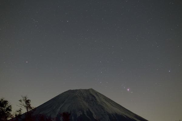 昇るオリオンと富士_朝霧高原20171118