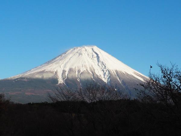 富士山の冠雪進む_20171123