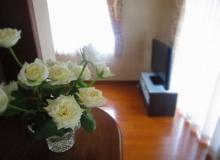 キッチンカウンターに花