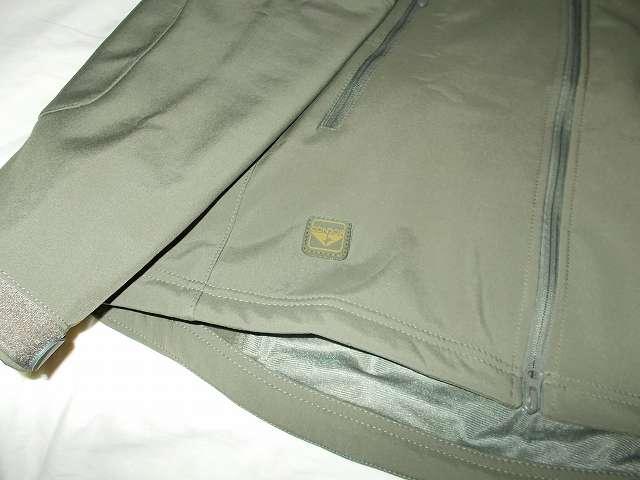 AIKOSHA ソフトシェル タクティカルジャケット M サイズ グリーンにコンドル CONDOR エンブレムパッチ(グリーン・ブラウン)取り付け