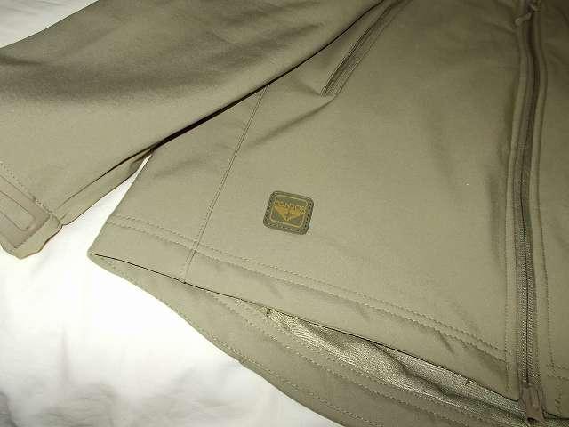 AIKOSHA ソフトシェル タクティカルジャケット M サイズ カーキにコンドル CONDOR エンブレムパッチ(グリーン・ブラウン)取り付け