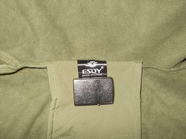 AIKOSHA ソフトシェル タクティカルジャケット M サイズ グリーン、襟タグ ESDY 表記