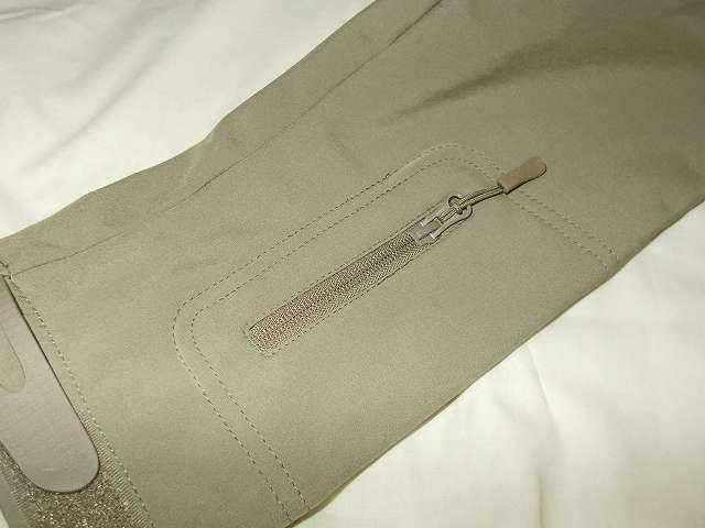 AIKOSHA ソフトシェル タクティカルジャケット M サイズ カーキ、左腕側ジッパー付スリーブポケット