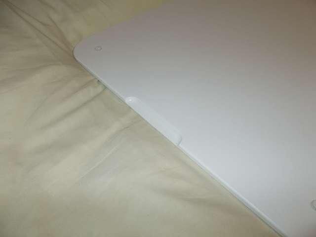 まーぶるめん台 L サイズ(78.5cm x 50.5cm 厚さ 1cm) バニラ 裏側、手掛け部分