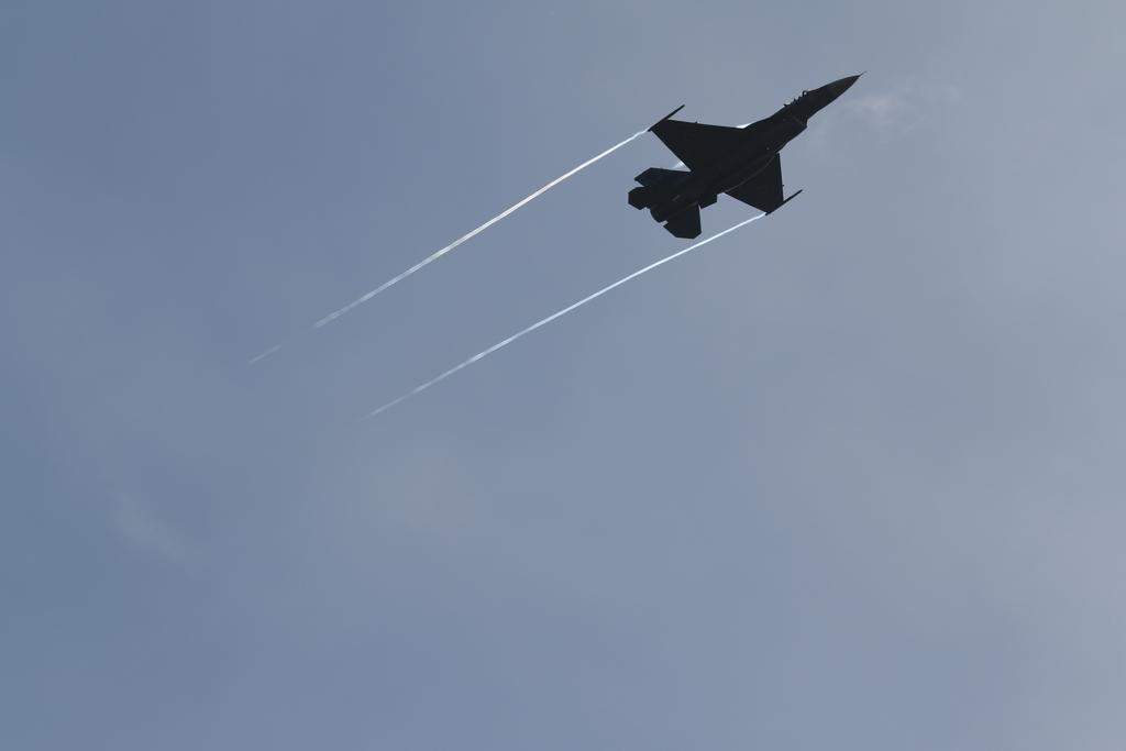 快調に飛翔するF-2