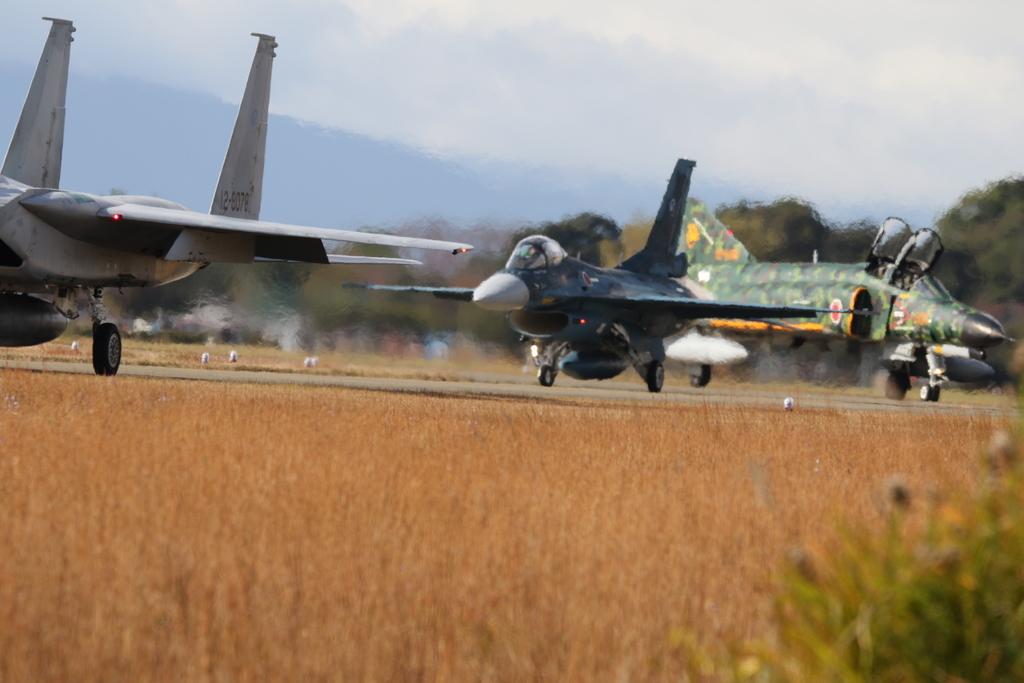 F-15J/DJとF-2A/BとF-4EJ(改)と3ショット_4