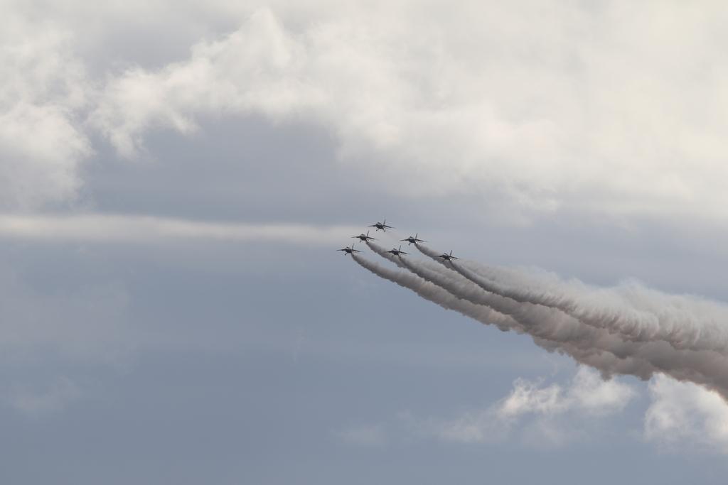 ブルーインパルスのアクロバット飛行(3)_5
