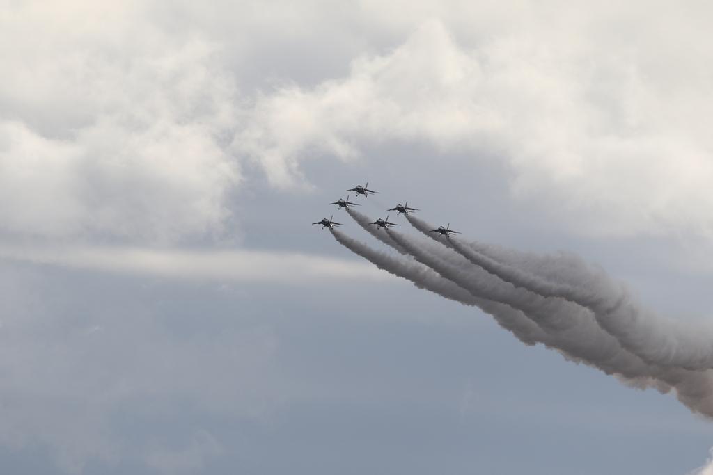 ブルーインパルスのアクロバット飛行(3)_7