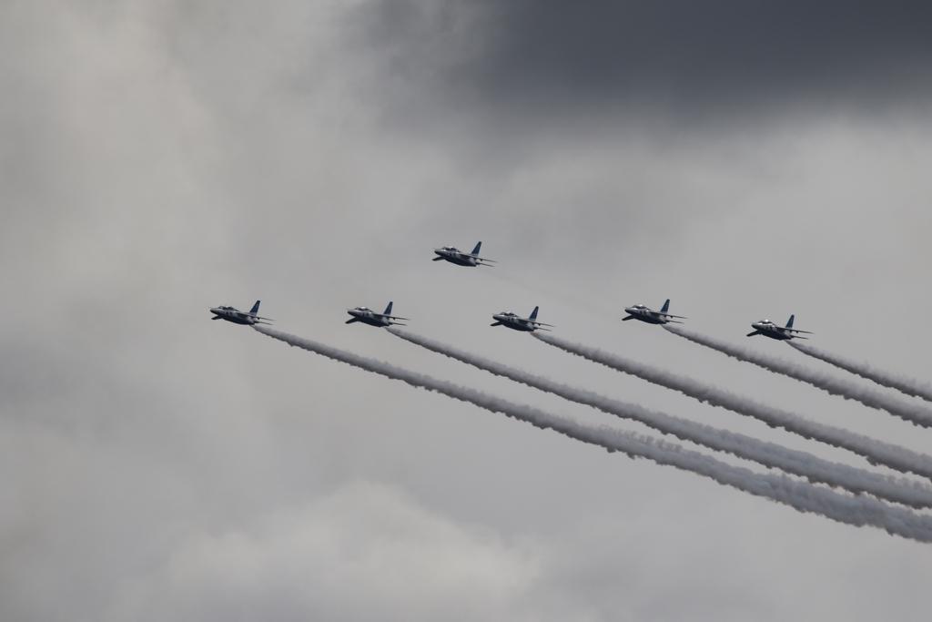 ブルーインパルスのアクロバット飛行(3)_24