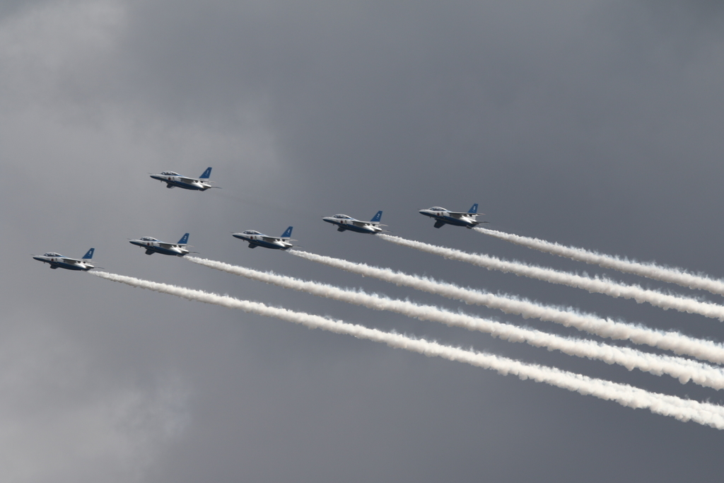 ブルーインパルスのアクロバット飛行(3)_31