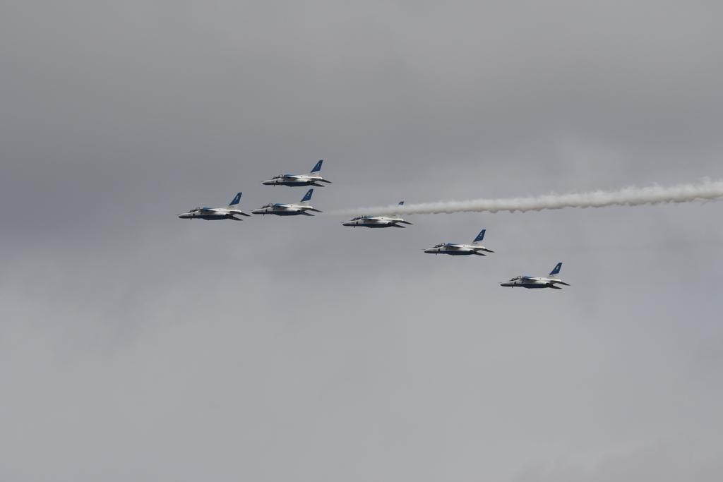 ブルーインパルスのアクロバット飛行(3)_35