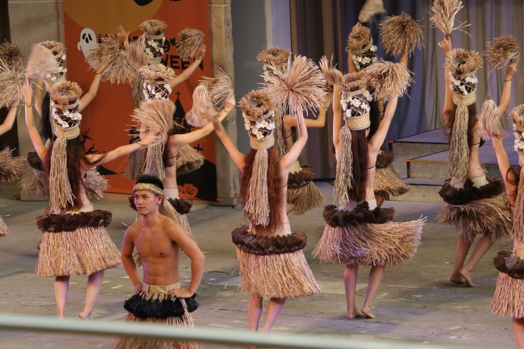 タヒチの踊り(1)_8
