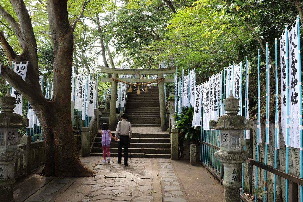 神社に通じる階段_2