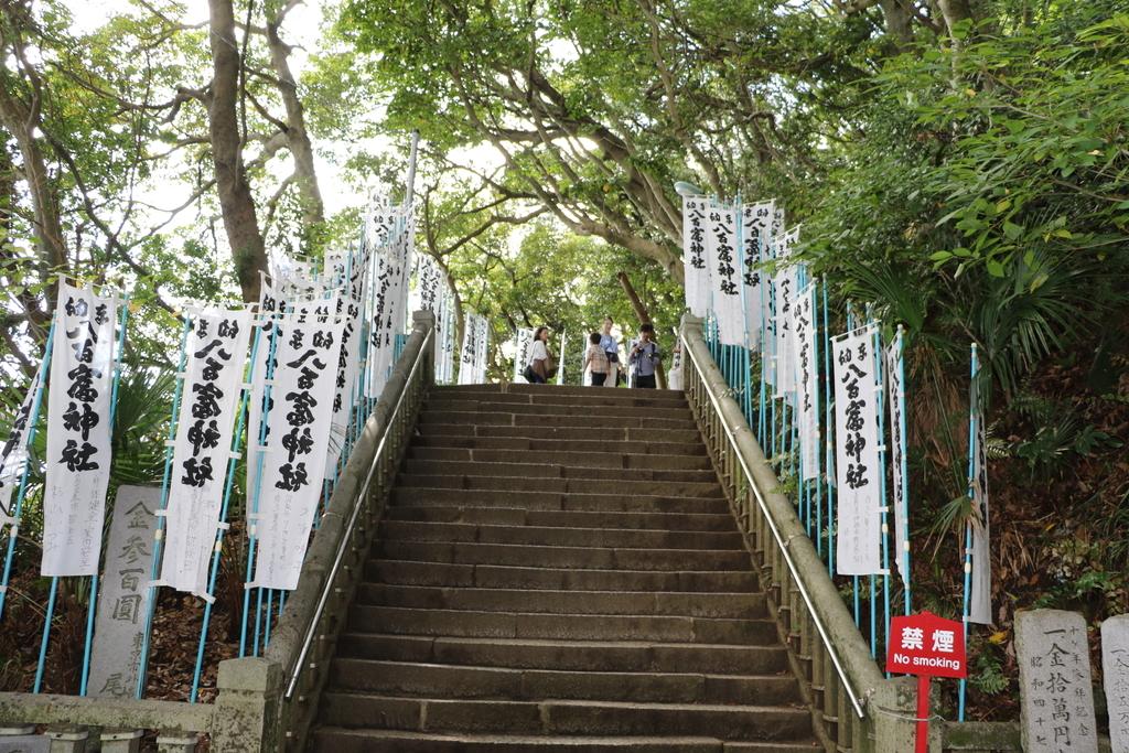 神社に通じる階段_3