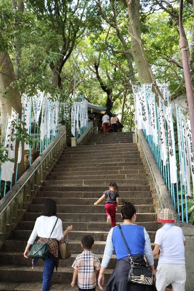 神社に通じる階段_4