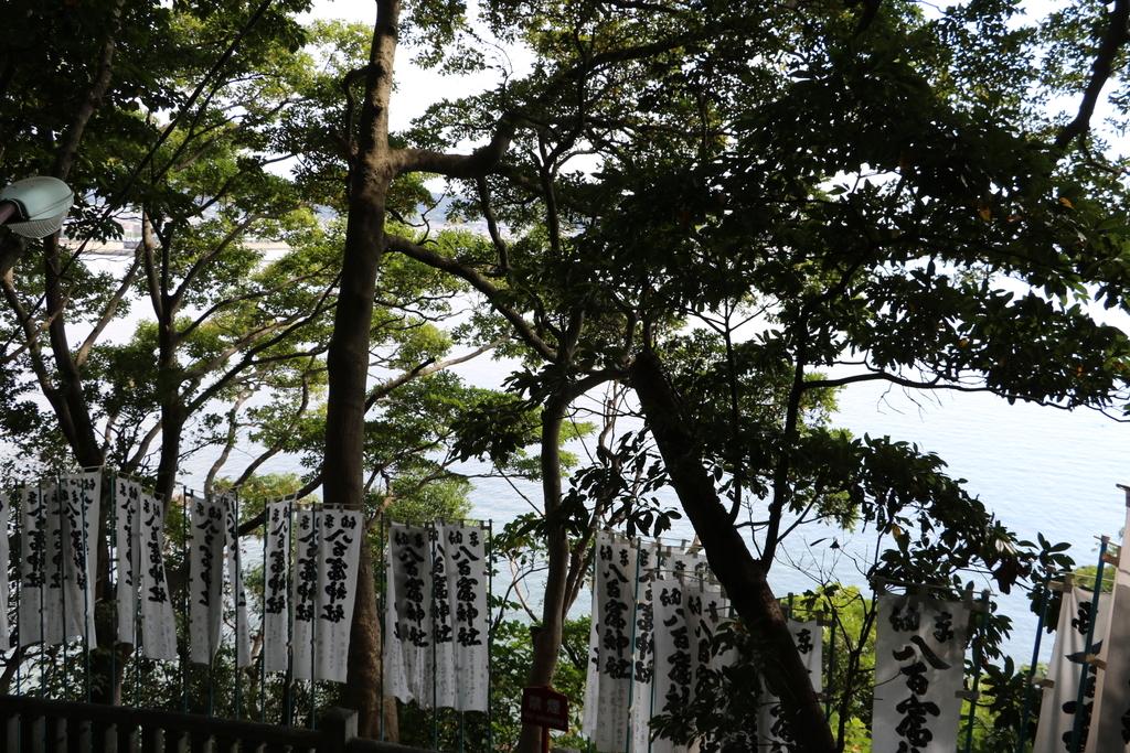 神社に通じる階段_5