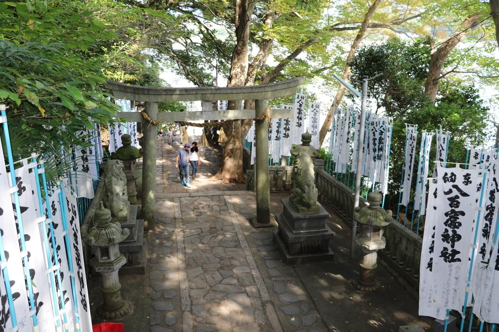 神社に通じる階段_8