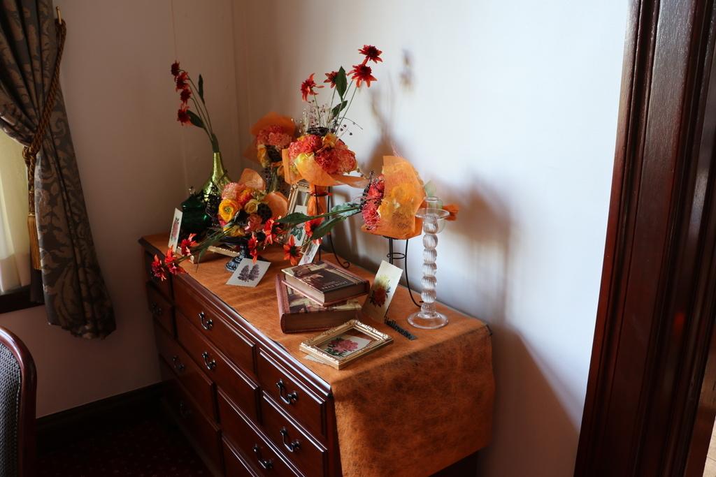領事居室の飾りつけ_5