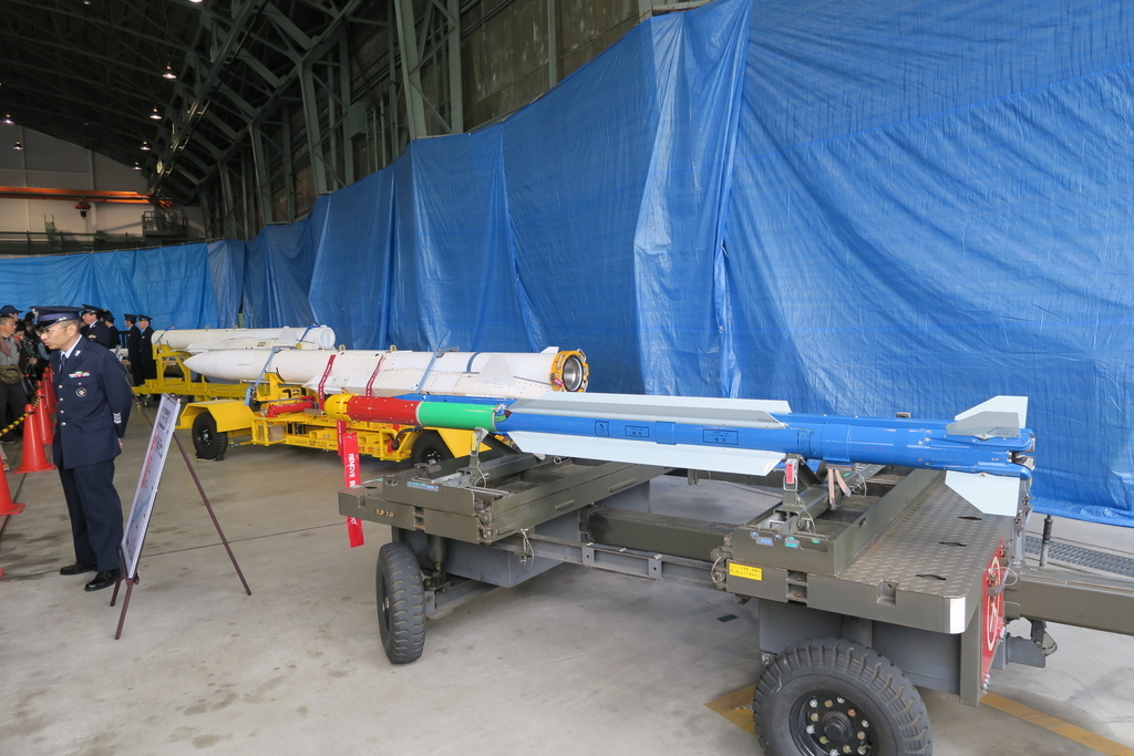 こちらは、積載するミサイルなど