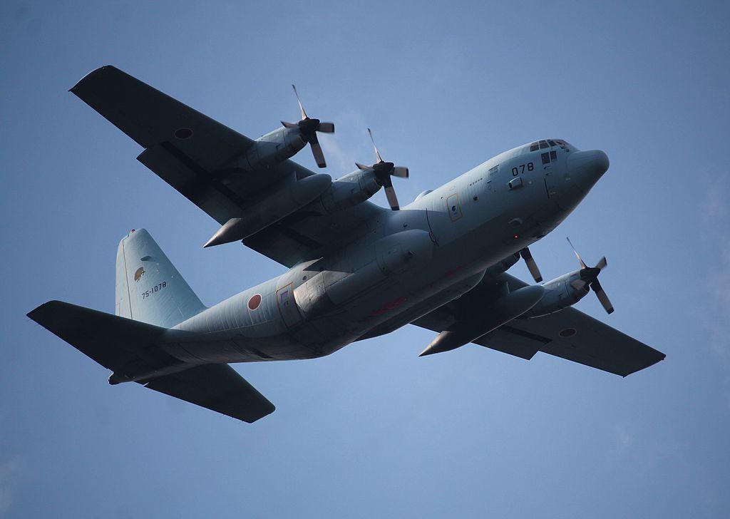 飛行中の航空自衛隊のC-130(航空自衛隊提供の画像)