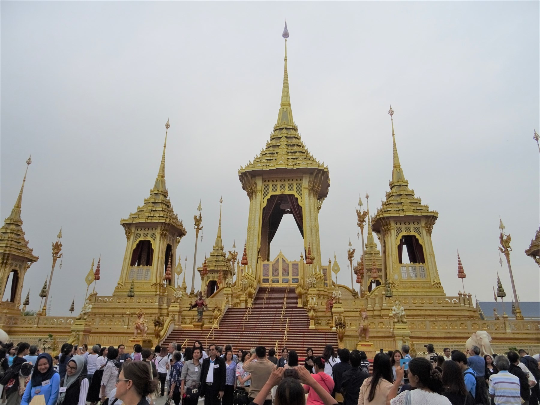 歴代国王の祭壇で最も大きい