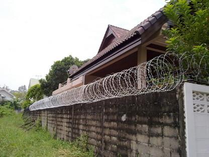 フェンス 泥棒よけ (5)