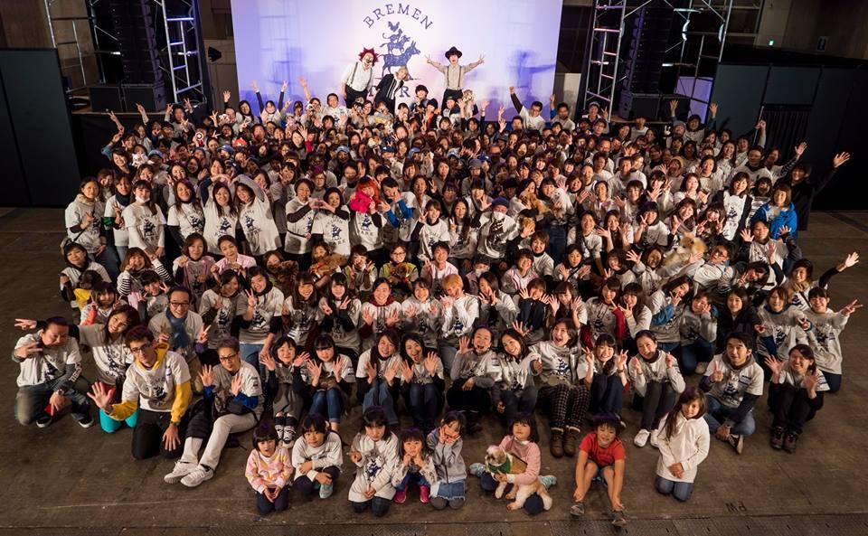 ブレーメンパークを立ち上げたSEKAINOOWARIと参加者全員で記念写真