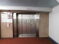 地下通路への扉