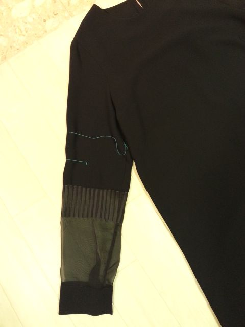 cop黒ワンピース袖丈お直し2