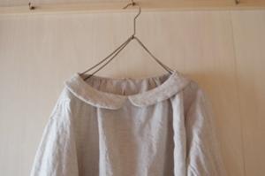 小さな襟のギャザーブラウス七分袖丸襟キナリ襟