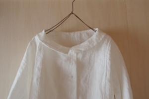 小さな衿のブラウス襟
