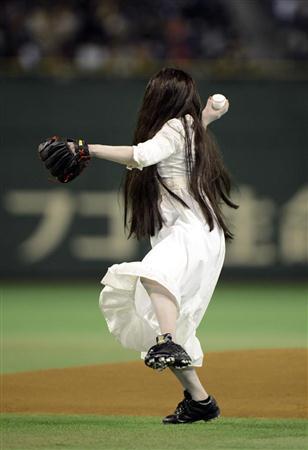 2012年4月25日の日本ハムvs.ロッテの始球式での貞子