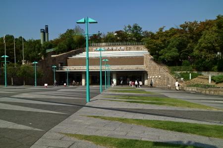 ①大阪市中央体育館